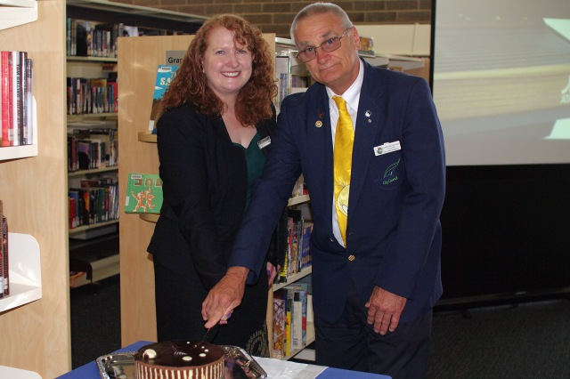 Vicki Edmunds - Manager, Libraries and Customer Services and Councillor Chris Van der Kley